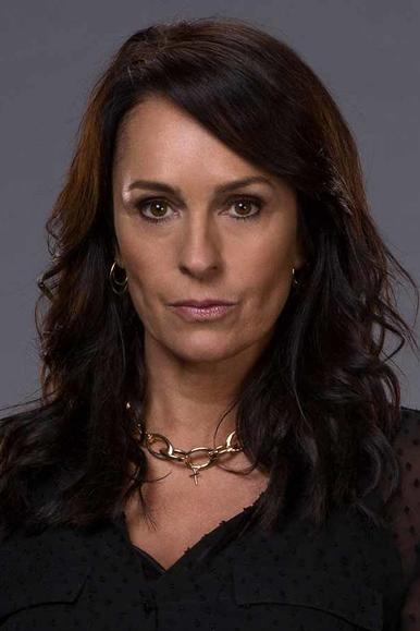 Juliet Aubrey als Lily Hill